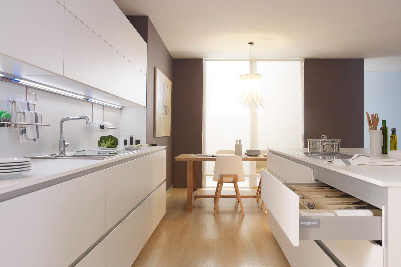 Venta de cocinas a medida electrodomésticos encimeras grifería en Donostia - San Sebastian